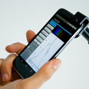 Figure 1 – Photo du GoSpectro, spectromètre ultra compact pour smartphone